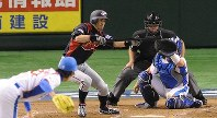WBC東京ラウンド韓国戦で二回表日本無死一、二塁、イチローがセーフティバントを打つ=東京ドームで2009年3月7日、馬場理沙撮影