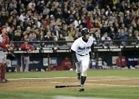 【マリナーズ・エンゼルス】四回裏マリナーズ2死一、三塁、イチローは右飛に倒れる=米・シアトルのセーフコ・フィールドで2009年4月15日、本紙特約・太田康男撮影