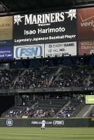 【マリナーズ・エンゼルス】四回裏マリナーズ無死、イチローが日米通算3086本安打を放った後、電光掲示板には敬意を表し前記録保持者の張本勲氏の名前が出された=米・シアトルのセーフコ・フィールドで2009年4月16日、本紙特約・太田康男撮影