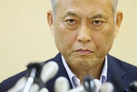Tokyo Gov. Yoichi Masuzoe holds a news conference on an investigation into his spending of political funds, at the metropolitan government offices in Tokyo on June 6, 2016. (Mainichi)