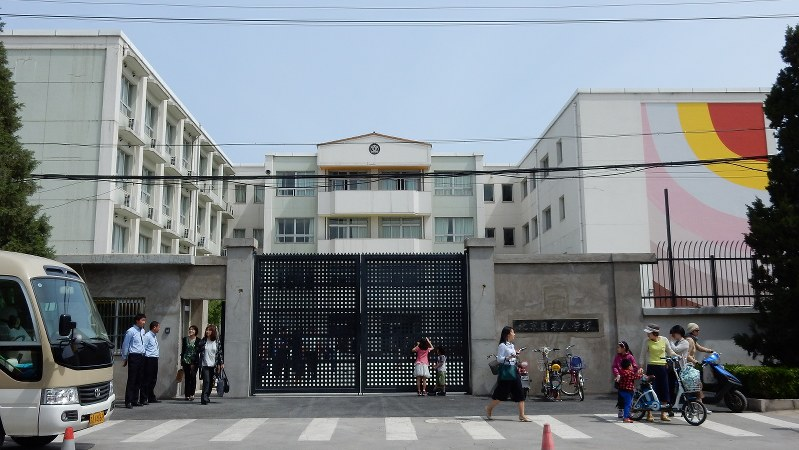 児童・生徒数の減少傾向が続く北京日本人学校=北京市朝陽区で4月23日、赤間清広撮影