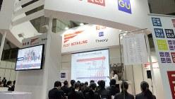 目立って大きなユニクロのブース=マイナビ合同会社説明会で、竹内紀臣撮影