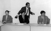公認候補者を決めるため開かれた、民主党設立委員会の幹事会。左から岡崎トミ子、鳩山由紀夫、鳩山邦夫、菅直人の各氏=東京都港区虎ノ門で1996年9月26日、佐藤泰則撮影