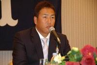 広島残留について語る黒田博樹投手=広島市中区のホテルで2006年11月6日撮影、井上梢撮影