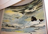 「山梨県立富士山世界遺産センター」のシンボル絵画「冨士北麓参詣曼荼羅」。山口晃さんの作。富士山頂の光り輝く星々で表された神仏と夜明けを迎える山麓の御師(おし)の町並みや湖。遠く霞ヶ浦や東京と広がりゆく富士山の世界=2016年6月22日午前11時39分、山梨県富士河口湖町船津の同センターで