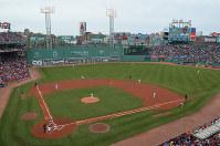 米大リーグ、レッドソックスの本拠地、フェンウェイ・パーク。大リーグ球団が使用している球場では最も古い=2016年5月21日午後3時7分、ボストンで、田中義郎撮影