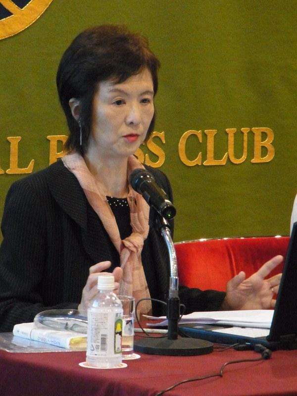講演:日本記者クラブで、エッセイスト賞の阿部さん /東京 - 毎日新聞