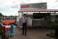 「道の駅さかい」の敷地内にあるサイクリングカフェ。町は道の駅をサイクリングの拠点として、観光に力を入れていく。後方には利根川の河川敷が広がり、町が購入した「セグウェイ」に有料で乗れる=茨城県境町で2016年6月23日、中村美奈子撮影