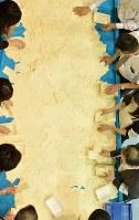 開票され、投票用紙を仕分けする人たち=東京都中央区で2016年7月10日午後8時58分、北山夏帆撮影