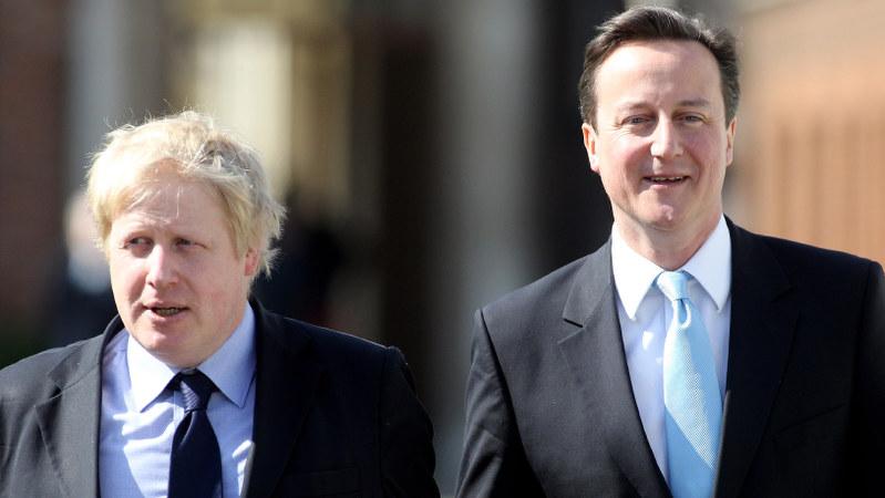 EU残留を訴えていたキャメロン英首相(右)と離脱派の中心人物だったボリス・ジョンソン氏=2010年4月撮影
