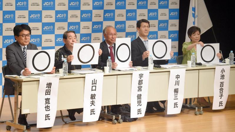公開討論会に臨む東京都知事選の立候補予定者=2016年7月12日、喜屋武真之介撮影