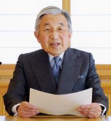 東日本大震災に関してお言葉を述べる天皇陛下=皇居で2011年3月16日、宮内庁提供