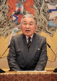 79歳の誕生日を前に記者会見で質問に答える天皇陛下=皇居・宮殿「石橋の間」で2012年12月19日、矢頭智剛撮影