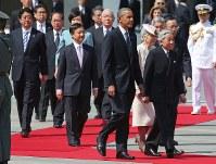 歓迎行事に向かう米大統領と天皇、皇后両陛下=皇居・宮殿東庭で2014年4月24日午前9時26分、武市公孝撮影