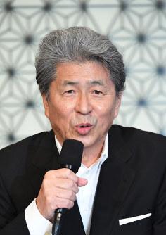 記者会見で都知事選への出馬表明をするジャーナリストの鳥越俊太郎さん=東京都内のホテルで2016年7月12日午後2時2分、中村藍撮影