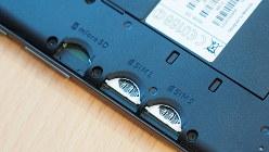 SIMカードを2枚挿せる仕様になっている、モトローラの「モトG4プラス」