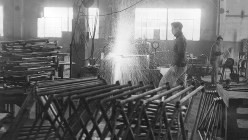 自転車製作工場での作業=1948年撮影