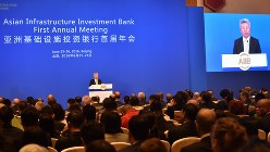 AIIBの年次総会で、金立群総裁のあいさつを見守る加盟各国の代表=2016年6月25日、赤間清広撮影