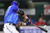 【全パ―全セ】全セ五回表無死、筒香が右翼に2点目となる本塁打を放つ=ヤフオクドームで2016年7月15日、和田大典撮影