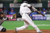 【全パ―全セ】全パ九回裏無死一塁、栗山が右中間に2点本塁打を放つ=ヤフオクドームで2016年7月15日、和田大典撮影