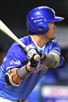 【全パ―全セ】全セ九回表2死二、三塁、戸柱が中前に2点適時打を放つ=ヤフオクドームで2016年7月15日、和田大典撮影