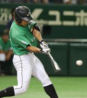 【札幌市(JR北海道)-鹿嶋市(新日鉄住金鹿島)】八回表札幌市2死二塁、代打・土屋が勝ち越しの左越え適時三塁打を放つ=東京ドームで2016年7月18日、梅田麻衣子撮影