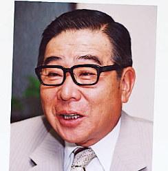 元テレビ司会者 本名・大橋克己。巨泉は俳号。1934年、東京都生まれ。早稲田大政経学部新聞学科を中退。ジャズ評論家、放送作家に。「11PM」出演を機に司会者として活躍