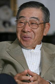 インタビューに答える大橋巨泉さん=千葉県大網白里町で2006年10月2日、馬場理沙撮影