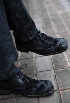 佐藤名人が履いていた靴はイタリアブランド・ドルチェ&ガッバーナのシューズ=東京都渋谷区で2016年7月15日、内藤絵美撮影