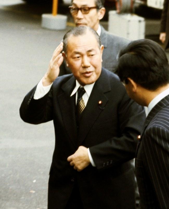 ロッキード事件:田中角栄元首相逮捕から40年[写真特集2/13]- 毎日新聞
