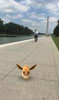 ワシントン記念塔近くに現れた「ポケモン」(ゲーム中の携帯電話画面を撮影)=米ワシントンで2016年7月19日、清水憲司撮影