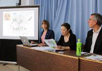 琵琶湖での放射線調査結果を発表するグリーンピース・ジャパンのメンバーら=滋賀県庁で、北出昭撮影