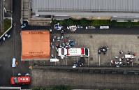 事件のあった相模原市緑区の障害者施設「津久井やまゆり園」=2016年7月26日午前7時11分、本社ヘリから