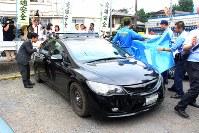 植松容疑者が出頭した際に乗っていた車=神奈川県警津久井署の駐車場で2016年7月26日午前8時47分、国本愛撮影(一部画像を加工しています)