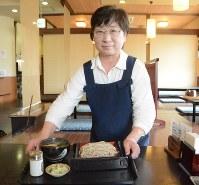 駒そば亭の店長・中村由美子さん=千歳市で
