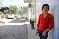 家が今年3月に取り壊され、7月下旬に集落跡の端に作られる住居に引っ越すまで仮設住宅に住むマリアさん。「これから五輪を開く都市に言いたい。市民の声をよく聞いて欲しい」=リオデジャネイロで、梅村直承撮影