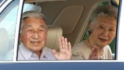 静養先の葉山御用邸から帰京された天皇、皇后両陛下=2016年7月14日、小出洋平撮影