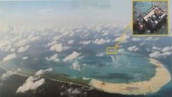 中国による埋め立て、建設工事等が進む南沙諸島のミスチーフ(中国名=美済)礁=2015年4月、フィリピン軍提供