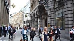 ロンドンの金融街シティー中心部のロンバード通り=2013年7月、坂井隆之撮影