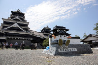 The main tower of Kumamoto Castle, left, is seen after being opened to the media, in Kumamoto on July 28, 2016. (Mainichi)