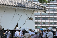 A structure at the earthquake-damaged Kumamoto Castle is seen in Kumamoto on July 28, 2016. To the right is the Kumamoto Municipal Government office. (Mainichi)