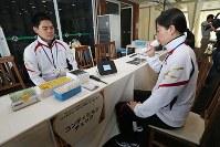 リオ五輪に出場する日本選手のための施設「ハイパフォーマンスサポート・センター」に用意された体調管理の設備=リオデジャネイロ市内で2016年7月29日、山本晋撮影