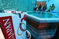 入浴設備=リオデジャネイロ市内で2016年7月29日、山本晋撮影