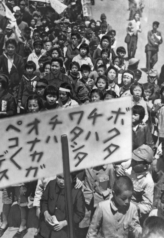 Listening:<毎日新聞1946>新聞ゼネスト 足並み乱れ ...