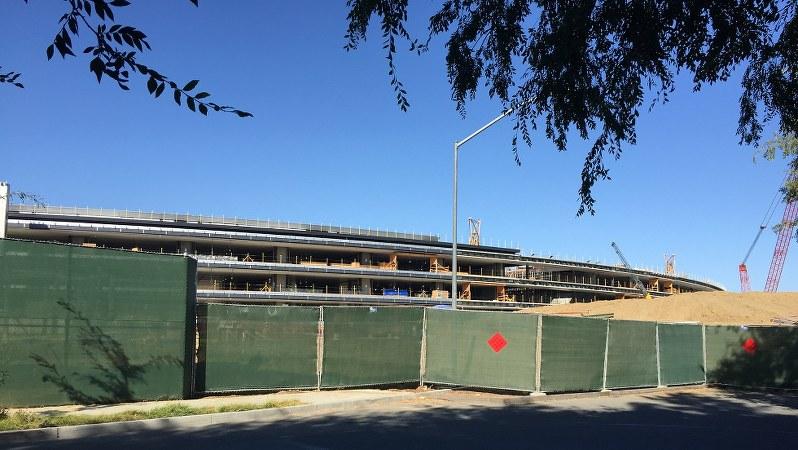 現在建設中のアップル社の円形型新社屋「SPACE SHIP」。ここでEV事業も展開予定=遠藤吉紀撮影