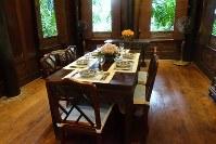 「ジム・トンプソンの家」の食堂=岩佐淳士撮影