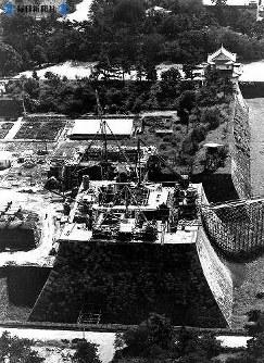 再建が進む名古屋城天守閣=1957(昭和32)年9月20日