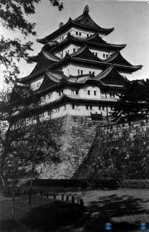 焼失前の名古屋城天守閣=1935年12月撮影