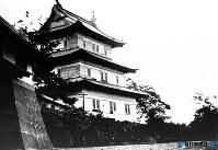 北海道・松前城の城かくと城門=1935年09月撮影