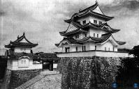 伊賀上野城の天守閣 1935年に復興された=1952年撮影